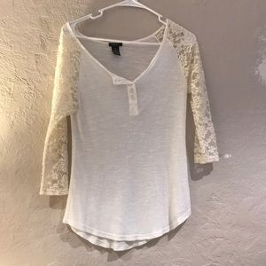 White baseball T shirt with lace sleeves